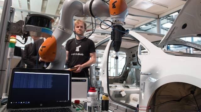 """In der """"Gläsernen Manufaktur"""" von Volkswagen soll die Produktion und die Logistik der Fertigungsstätten durchgängig digitalisiert werden."""