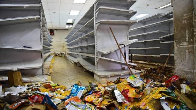 Leere Regale und Chaos: Geplünderter Supermarkt in Venezuela.