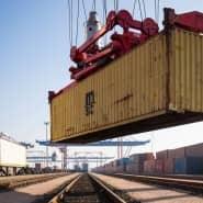 Container-Verladung im Hamburger Hafen