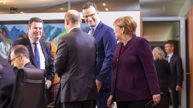 Gute Stimmung beim Arbeitstreffen: Von einem Krisengipfel ist die Koalition am Mittwochabend wohl weit entfernt. Die Regierung um Kanzlerin Merkel (rechts) gibt sich entspannt.