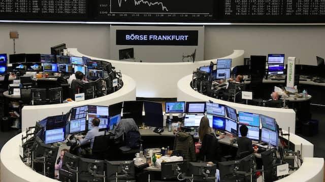 Ein Auf und Ab an der Kurstafel der Frankfurter Börse.