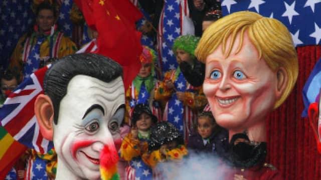 Ein Karnevalszug in Viareggio: Kanzlerin Angela Merkel mit Frankreichs Präsident Nikolas Sarkozy