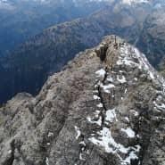 Wird der Spalt im Gipfelbereich des 2592 hohen Hochvogels im Allgäu noch größer, droht der südliche Teil des Bergs abzurutschen, mit fatalen Folgen.