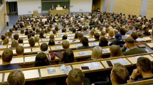 Wissenschaftsbetrug verjährt nicht: Mit Hilfe von KI könnte es zu Tausenden von Aberkennungsverfahren an deutschen Hochschulen kommen.