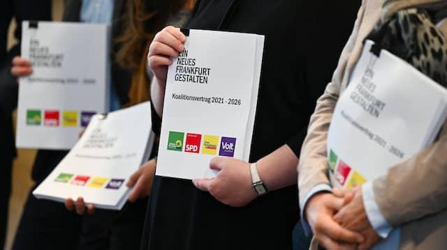 Papier ist geduldig, aber ist es der Koalitionsvertrag auch? Die FDP spannt die Koalitionäre auf die Folter.