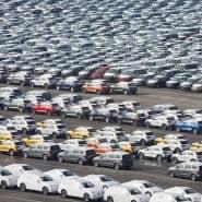 Zum Export bestimmte VW-Autos am Hafen von Emden