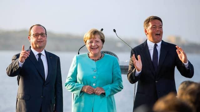 Der französische Präsident Francois Hollande, Bundeskanzlerin Angela Merkel (CDU) und Italiens Ministerpräsident Matteo Renzi (v.l.n.r.)