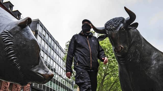 Wer behält am Ende die Oberhand? Bulle und Bär vor der Börse in Frankfurt