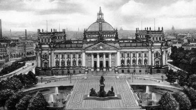 Parteien-Potpourri: Der Reichstag in Berlin um 1930.