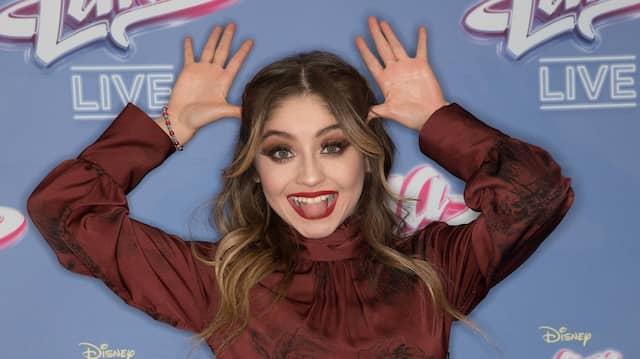 Sie hat Millionen Follower – und ist ein Idol für Teenies: Die Sängerin und Schauspielerin Karol Sevilla, hier nach einem Auftritt  2018 in Berlin.