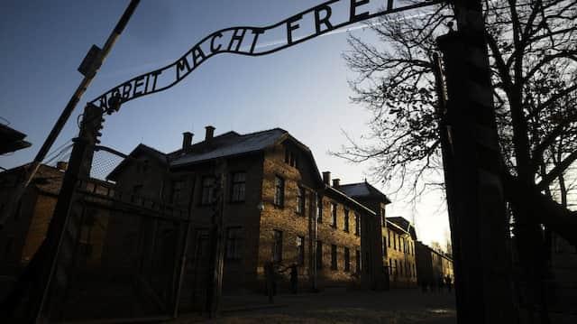 Eingangstor zum ehemaligen Konzentrationslager Auschwitz-Birkenau