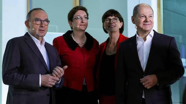 Die Sieger und die Verlierer: Norbert Walter-Borjans, Klara Geywitz, Saskia Esken und Olaf Scholz (von links)