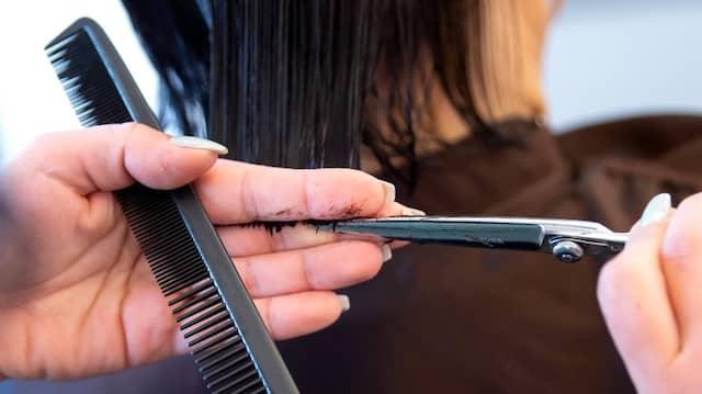 Fortan in Hamburg für Genesene und Geimpfte wieder ohne Maske möglich: Der Besuch beim Friseur