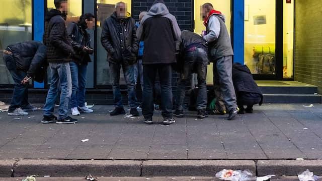 Rauschgiftkonsum im Bahnhofsviertel: Frankfurt ist ein begehrtes Ziel zahlreicher Drogensüchtiger.