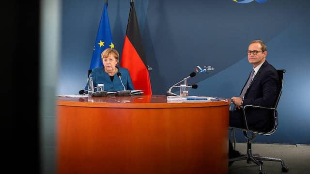 Videokonferenz: Bundeskanzlerin Merkel mit Berlins Bürgermeister Müller am Mittwoch in Berlin