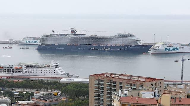 """Der Kreuzfahrer """"Mein Schiff 2"""" ist das erste Passagierschiff, das in diesem Jahr auf der Baleareninsel anlegt."""