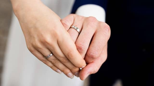 Der Druck wächst: Mehr und mehr Finanzwissenschaftler fordern eine Reform des Ehegattensplittings.