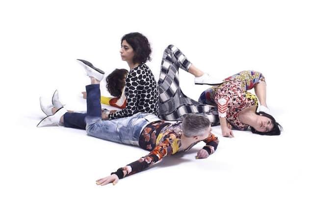 """Lebendige Skulptur: Die Performance der Künstlerin Maria Hassabi in """"Whiteout"""""""