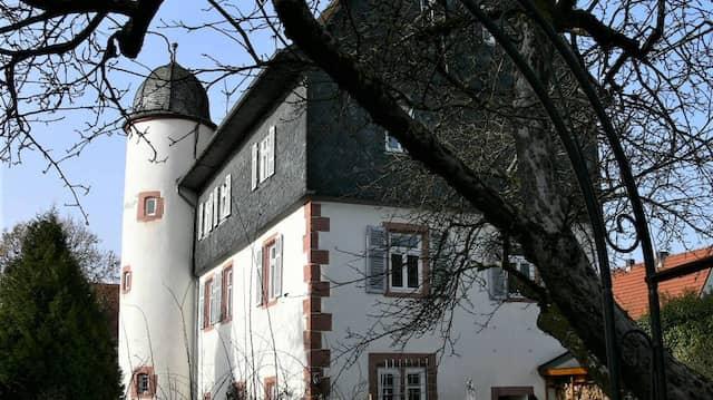 Das Huttenschloss aus dem 16. Jahrhundert (später Amtsgericht).