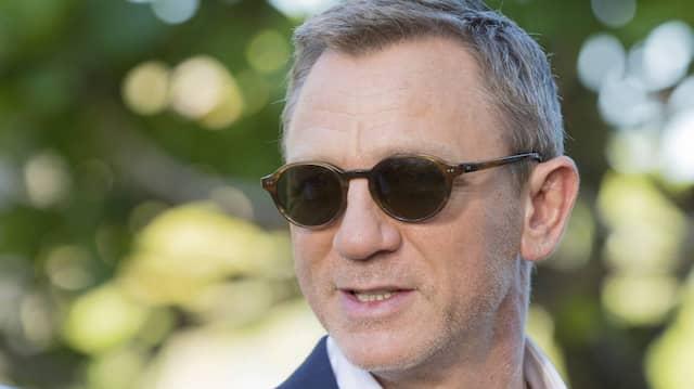 Hoffentlich ist das Sonnenbrillen-Modell noch aktuell: Bond-Darsteller Daniel Craig während eines Fototermins auf Jamaika im April 2019