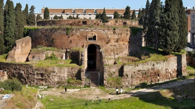Zeichen einer grünen Gesellschaftswende? Blick auf das Mausoleum des Augustus