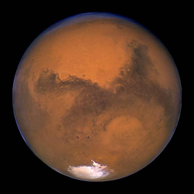 Heute sind die Bedingungen auf der Marsoberfläche wenig lebensfreundlich: Aufnahme des Hubble Space Telescope unseres Nachbarplaneten vom 26. August 2003.