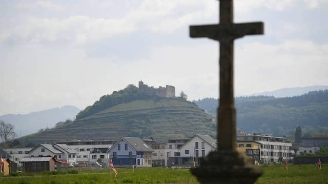Ein Kindesmissbrauchsfall erschüttert Staufen in Baden-Württemberg, hier zu sehen die Stauferburgruine (Archivbild).