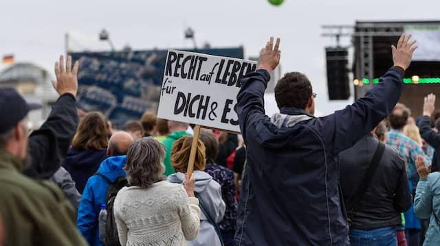 """Abtreibungsgegner bei der Demonstration """"Marsch für das Leben"""" in Berlin"""