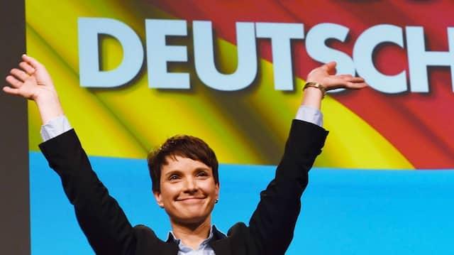 """Nicht rechtspopulistisch"": AfD-Sprecherin Frauke Petry in Hannover"