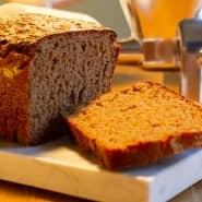 Ein Roggen-Dinkel-Brot, selbst gemacht.