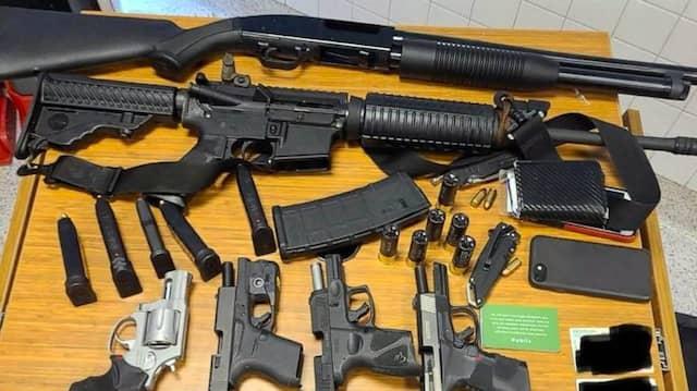 Diese Waffen führte der Beschuldigte mit sich.