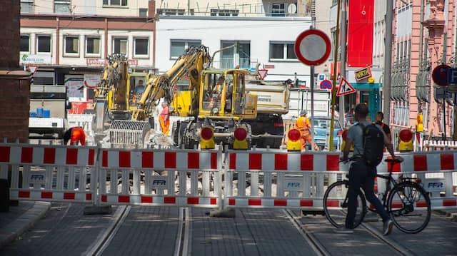 Teuer, aber unverzichtbar: An der Schillerstraße in Mainz sind Schienen und Kanäle ausgetauscht worden.