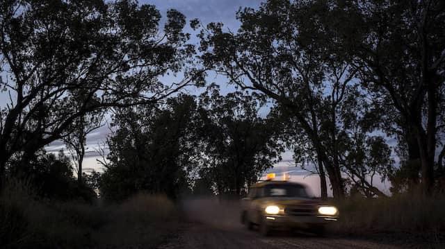Wenn die Dämmerung einsetzt, kommt nicht unbedingt Frieden ins Outback. Garry Disher zeigt uns Australien als sozial kaltes Land.