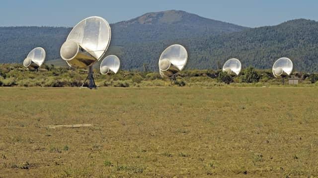 Das Allen Telescope Array in Kalifornien hatte ein Tech-Milliardär für Suche nach Außerirdischen gestiftet. Normalbürger können der Forschung immerhin Rechenkapazitäten ihrer PCs spendieren.