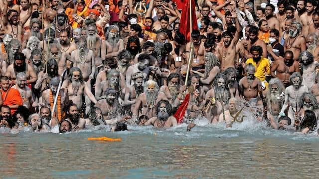 "Das hinduistische Fest  ""Kumbh-Mela"" fand  am 14. April ohne Beschränkungen statt."