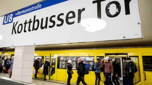 Das Opfer eines Streits mit tödlichen Folgen an U-Bahnhof Kottbusser Tor ist laut Staatsanwaltschaft ein 30 Jahre alter Iraner.