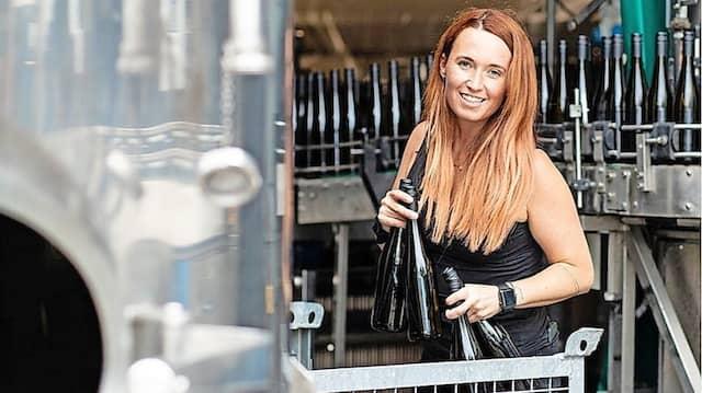 Julia Schittler aus Zornheim in Rheinhessen hat rund 6000 Follower. Damit rangiert wie vor gestandenen Weingütern.