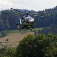 Auf der Suche nach Yves Etienne Rausch: Ein Polizeihubschrauber über dem Waldgebiet nördlich von Oppenau