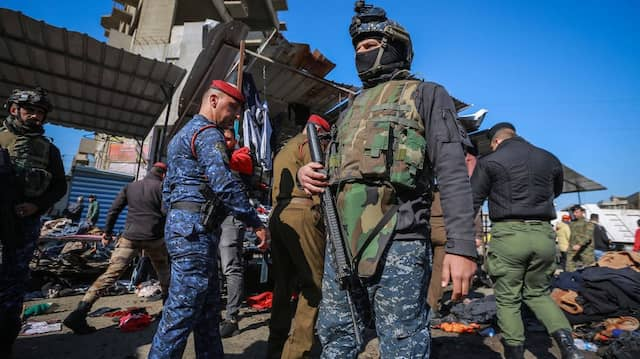 Irakische Sicherheitskräfte sichern in Bagdad den Ort, an dem sich am Morgen des 21. Januar zwei Attentäter in die Luft gesprengt haben.
