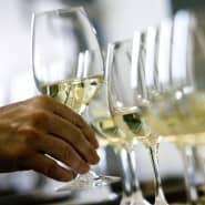 Ein kühler Weißwein kann große Kunst sein.