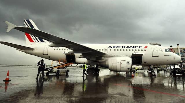 Ein Air-France-Flugzeug bei einem Zwischenstopp in Algiers, Algerien
