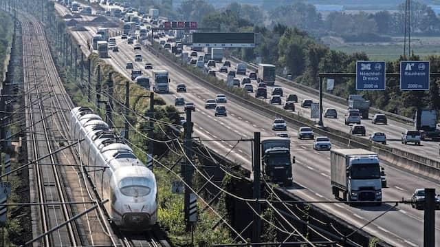 ICE gegen Autobahn: Wer kann seine Kosten besser decken?