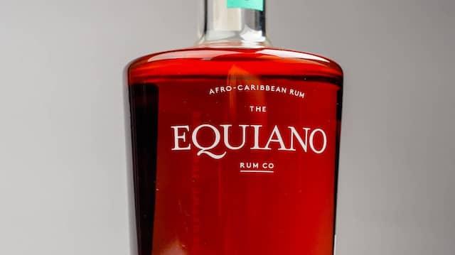 In der Nase zeigt der Equiano intensive Noten von getrockneten Früchten, Karamell, Orange und Vanille.