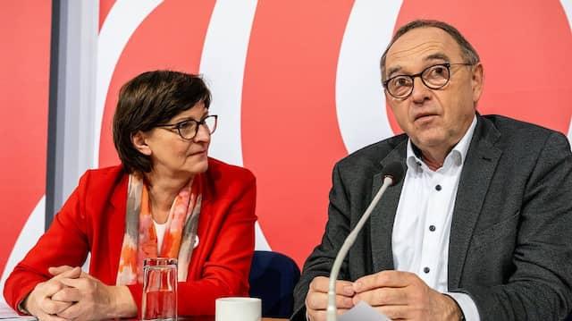 Offen für ein Bündnis mit den Linken: Das SPD-Führungsduo Norbert Walter-Borjans (rechts) und Saskia Esken