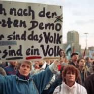 Für ein geeintes Deutschland: Demonstranten bei der Montagsdemonstration am 12. März 1990 in Leipzig