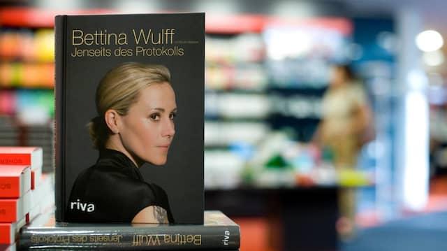 Startauflage von 100.000 Exemplaren: Nach vier Tagen im Handel rutschte das Buch von Christina Wulff in den Verkaufslisten von Amazon um mehrere Plätze ab