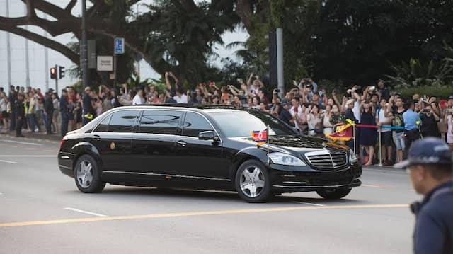 Nordkoreas Machthaber KIm Jong-un sieht man regelmäßig bei offiziellen Empfängen in Limousinen vorfahren.