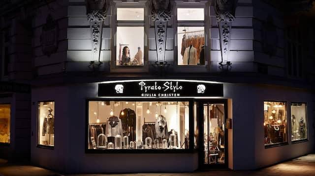 """""""Was haben Sie von einer Lederjacke und Silberschmuck, wenn Sie damit nicht auf die Piste gehen können?"""", fragt Giulia Christen vom Bekleidungs- und Schmuckgeschäft Pyrato-Style."""