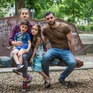 Ilias Hasmagomadov und seine Frau Svetlana Zhuravleva sparen für die Kita-Plätze ihrer Kinder.