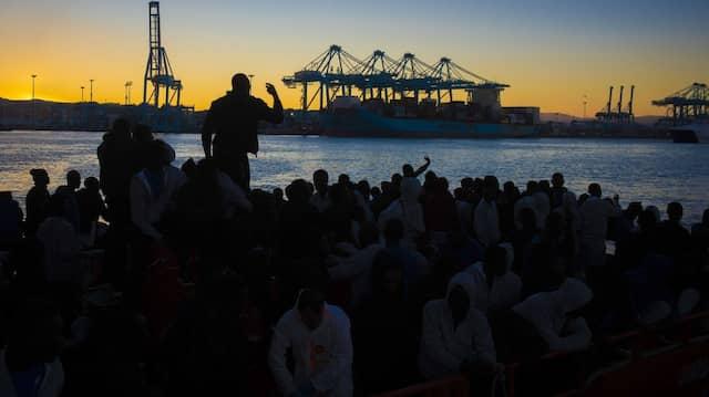 Aus Seenot gerettete Migranten im spanischen Hafen Algeciras nahe Gibraltar.